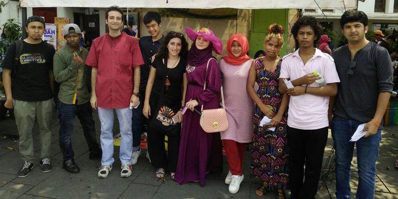 Peserta Jelajah Bahasa dan Budaya di Kawasan Kota Tua, Minggu (30/4/2017), diikuti oleh mahasiswa asing yang berasal dari berbagai universitas di Jakarta.