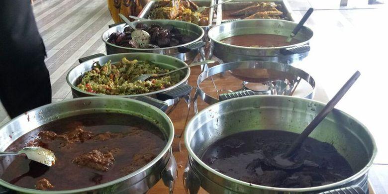 Rumah Makan Sayur Asem Betawi H. Masa, di Pondok Aren, Tangerang Selatan, Banten, Selasa (22/8/2017).