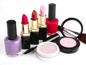 Tetap memakai kosmetik yang telah kedaluwarsa akan memberikan efek buruk pada kulit
