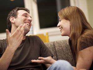 Pasangan Berjodoh Saling Meniru Cara Bicara
