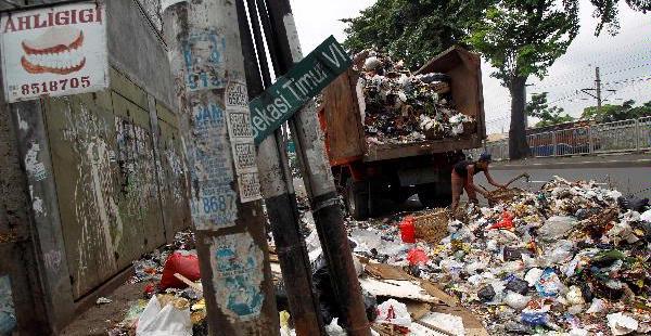 Buang Sampah di Sungai Denda Rp 20 Juta