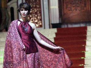 SUNDARTI NEWS Gaya Dinamis Batik Nyonya Indo