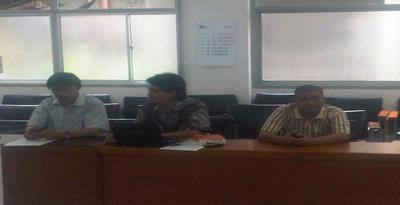 Sejumlah Lembaga Swadaya Masyarakat, yang terdiri dari Komisi untuk Orang Hilang dan Korban Tindak Kekerasan (Kontras), Persekutuan Gereja-Gereja di Indonesia (PGI), dan Komisi Waligereja Indonesia (KWI), melakukan Konferensi Pers untuk mendesak pemerintah segera lakukan dialog Papua, di Kantor KWI, Jakarta, Minggu (21/8/2011)