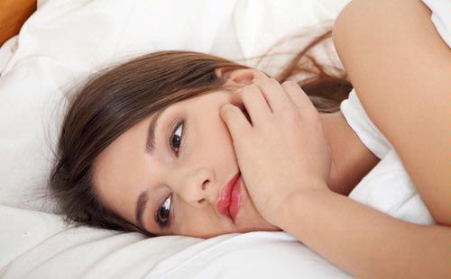 Merasa lesu dan kelelahan merupakan salah satu gejala kurang gizi pada wanita