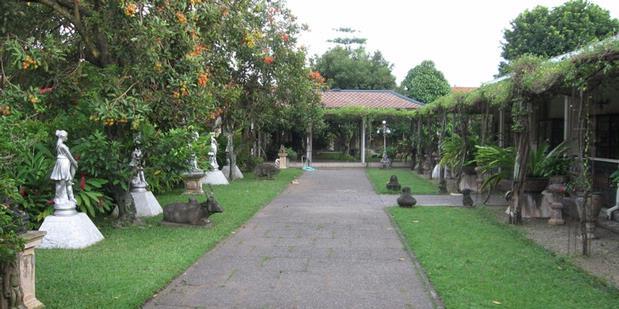 Asita suryanto / taman di dalam istana ada pohon rambutan yang sedang