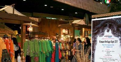 Koleksi Batik dan Tenun Kreasi Desainer serta UKM