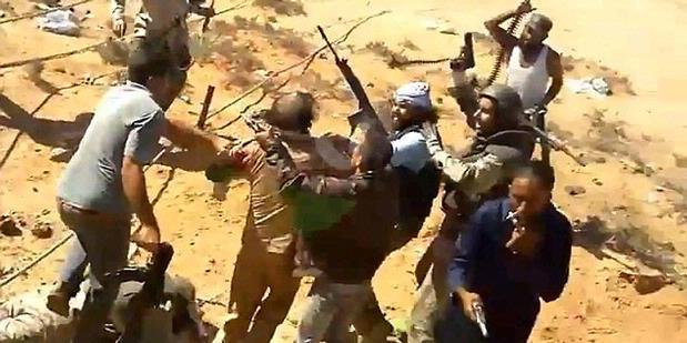 VIDEO PEMBUNUH KHADAFI PASUKAN REVOLUSIONER