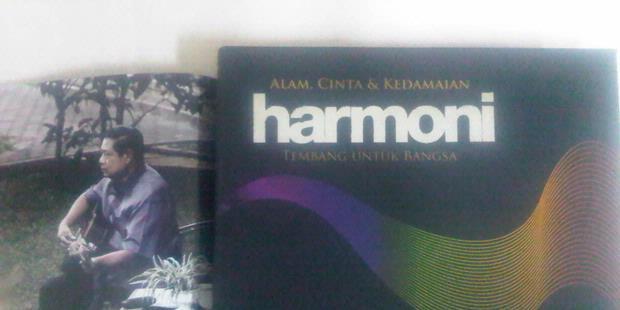 YOUTUBE PRESIDEN SBY LUNCURKAN ALBUM BERTAJUK HARMONI