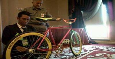 Sepeda fixie karya Ahmad Syaiful Anwar, siswa SMKN 3 Boyolangu, Tulungagung yang terbuat dari besi bekas.