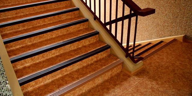 """Rumah Dijual, Apartemen Disewa: """"Step Nosing"""", Agar Aman Meniti Anak ..."""