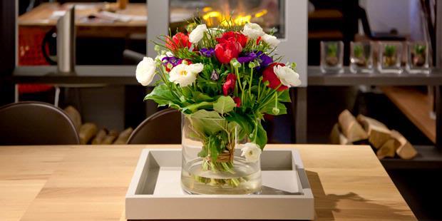 Bunga Pemanis Meja Makan