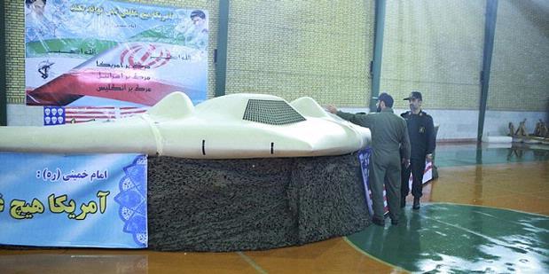 Pesawat mata-mata RQ-170 Sentinel dipamerkan oleh militer Iran.