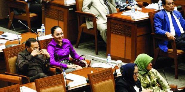 http://assets.kompas.com/data/photo/2011/12/14/0830091620X310.jpg