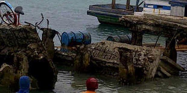 Jembatan Cinta Pulau Tidung Ambruk