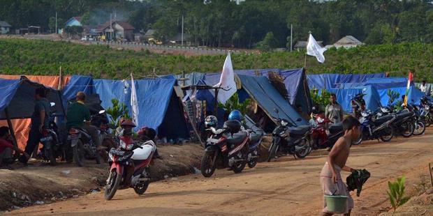 Revendiquant la propriété de la parcelle n°45 du cadastre (ou Register 45) dans la régence de Mesuji, à Lampung, environ 1.350 petits paysans expulsés par PT Silva Inhutani réoccupent les lieux depuis décembre 2011 (Kompas/Yulvianus Harjono).