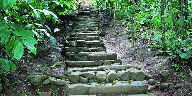gambar situs megalitik padang, gunung padang lebih tua dari piramida giza mesir, tempat wisata di indonesia bertaraf internasional