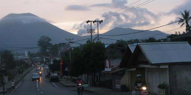 Gunung Lokon Meletus Lagi