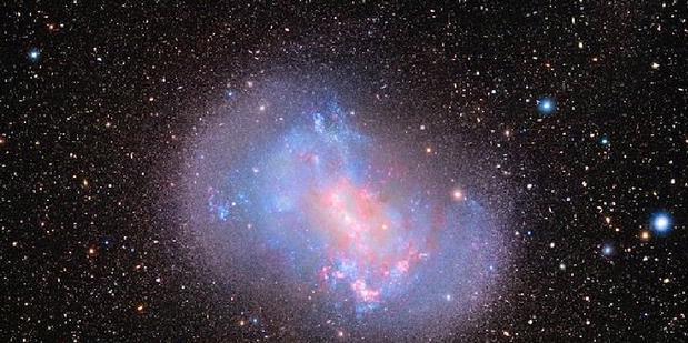 Galaksi Kerdil Memakan Galaksi Lain.alamindah121.blogspot.com