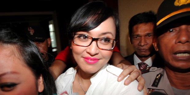 1001 Bantahan Angelina Sondakh.alamindah121.blogspot.com