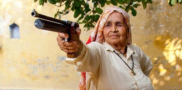 Nenek 78 Tahun, Petembak Jitu dari India