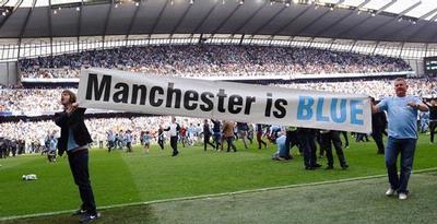 "Nyaris ""Merah"", Manchester Berubah ""Biru"""