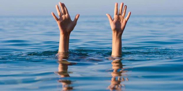 2254305620X310 Kapal Terbalik Dihantam Ombak, Dua Nelayan Tewas