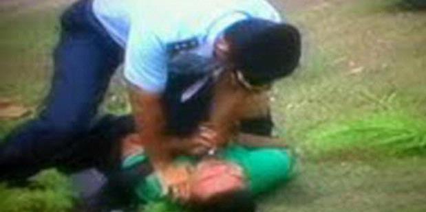 Foto Pemukulan TNI ke Wartawan saat Pesawat Tempur Hawk 200 Jatuh Riau
