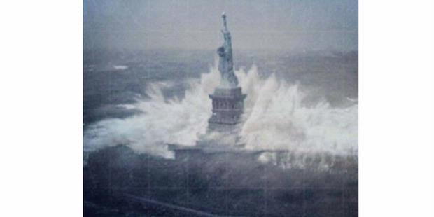 FOTO PATUNG LIBERTY DITERJANG OMBAK 15M NEW YORK PALSU ALIAS HOAX