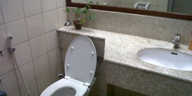 Rp 1,4 Miliar Untuk Perbaikan Toilet Di Dpr [ www.BlogApaAja.com ]
