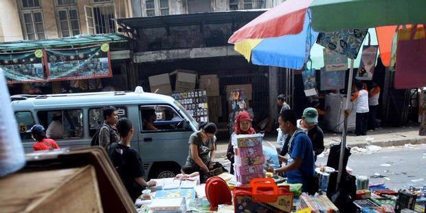 1219152 nut  pedagang kaki lima di kawasan pasar pagi asemka  620X310 Ada 21.500 Lokasi PKL dan Pangkalan Angkot di Jakarta