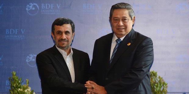 Dari Bali Ahmadinejad Kritik Pemilu AS