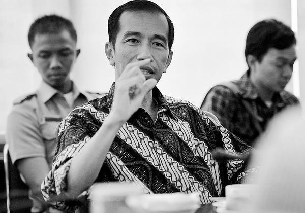Jokowi Berikan Rp 3 Miliar untuk Lurah dan Camat