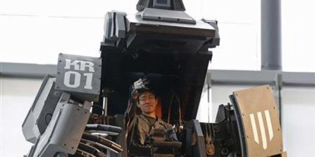 Pria Jepang Ciptakan Robot Raksasa