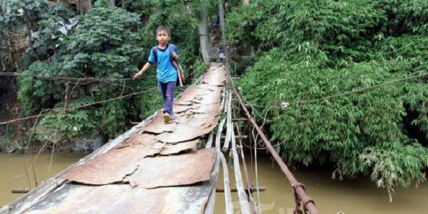 Berkah Pabrik Tahu Meledak, Jokowi Bantu Jembatan Gantung
