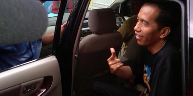 Nonton Konser Guns N' Roses, Jokowi Pamer Kaus Metal