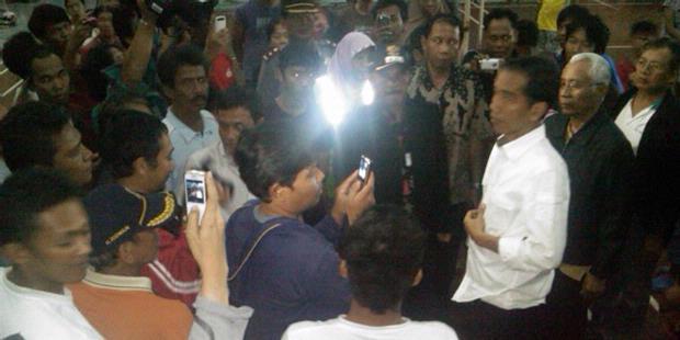 Tengah Malam, Jokowi Tengok Korban Banjir
