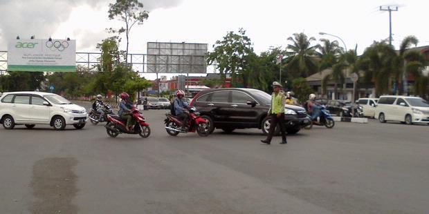 Jalan di Makassar Macet Akibat Parkir Liar