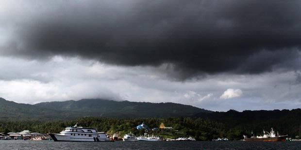 0716005 cuaca buruk 620X310 Cuaca Buruk Masih Hantui Warga Sulut