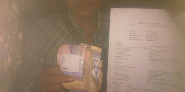 0113278 bukti uang 620X310 Bagi Uang, Tim Sukses Cabup Pamekasan Dilaporkan