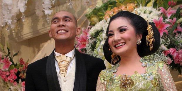 http://assets.kompas.com/data/photo/2013/01/14/1732312-pernikahan-kiki-amalia--markus-horison-620X310.jpg