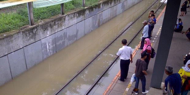 Beberapa Stasiun Kereta Masih Tergenang