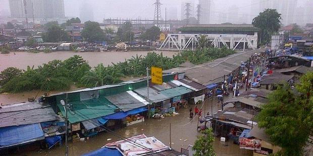 Hujan Berhenti, Banjir di Petamburan Kian Tinggi