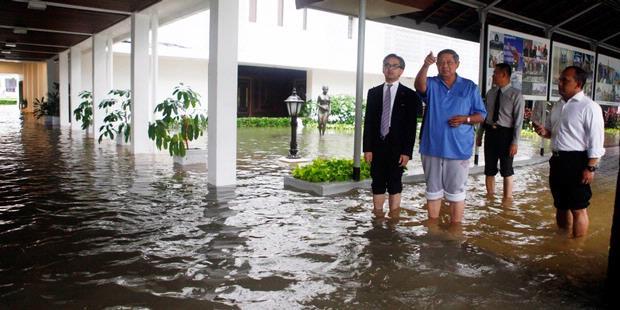 """SBY Telepon Jokowi """"Curhat"""" Istana Banjir"""
