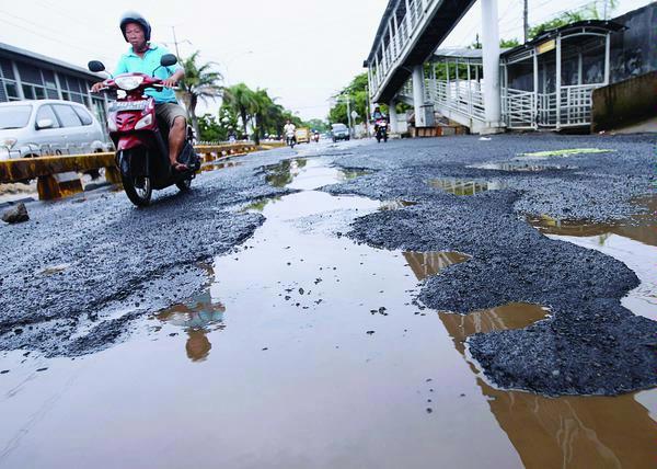 Banjir Surut, Jalan Daan Mogot Sudah Bisa Dilintasi
