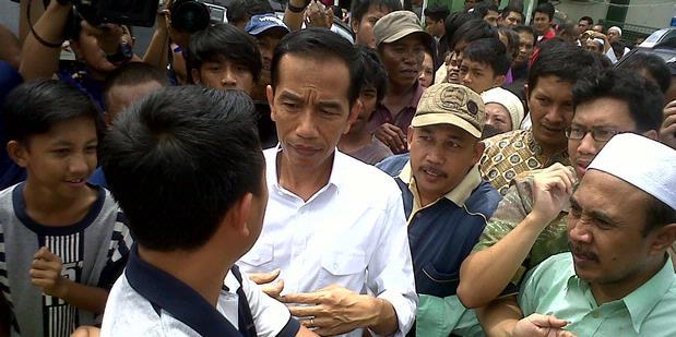 Aher Dicerca, Jokowi Dipuja