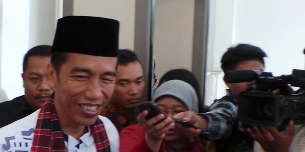 Jokowi, Anak Macan yang Gigit Induknya