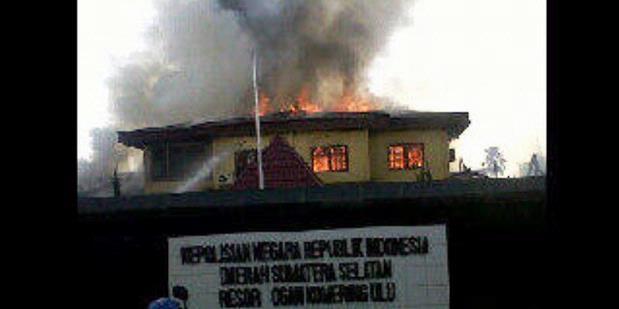 Mapolres OKU yang hangus terbakar dibakar anggota TNI