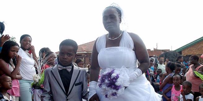 Bocah 8 Tahun Nikahi Perempuan 61 Tahun