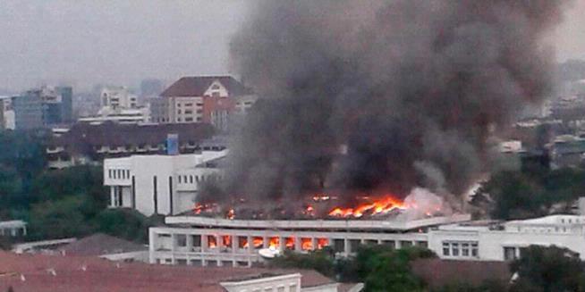 Foto-foto Kebakaran di Gedung Sekretariat Negara