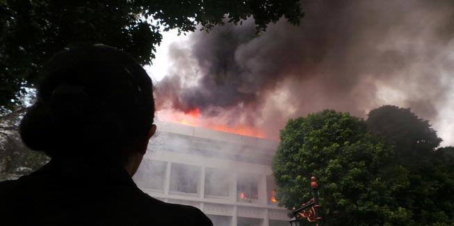 Gedung Setneg Terbakar, Para Menteri Berlarian